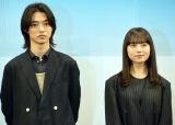 『夏への扉 −キミのいる未来へ−』完成報告会イベントに出席した(左から)山崎賢人、清原果耶 (C)ORICON NewS inc.