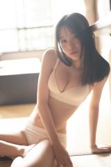AKB48横山結衣1st写真集『未熟な光』(C)藤本和典/玄光社