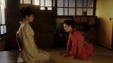 みつえ(東野絢香)と話しをする千代(杉咲花)=連続テレビ小説『おちょやん』第11週・第53回より (C)NHK