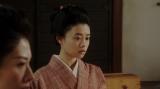 千之助の話を聞く千代(杉咲花)たちテレビ小説『おちょやん』第11週・第53回より (C)NHK