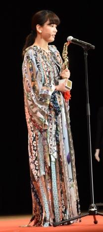 『喜劇 愛妻物語』の鬼嫁役で「女優主演賞」を受賞した水川あさみ=『第75回毎日映画コンクール』表彰式 (C)ORICON NewS inc.