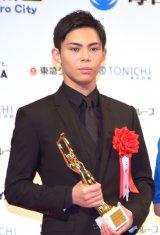 「スポニチグランプリ新人賞」を受賞した上村侑=『第75回毎日映画コンクール』表彰式 (C)ORICON NewS inc.