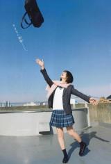 『週刊少年チャンピオン』12号の表紙を飾る日向坂46・小坂菜緒(C)秋田書店