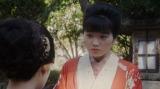 千代と話しをする岡田みつえ(東野絢香)=連続テレビ小説『おちょやん』第11週・第55回より (C)NHK