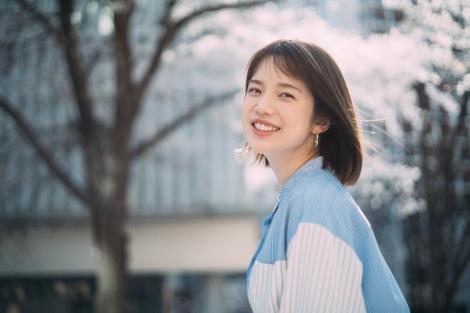 『ゼクシィ』4月号とじ込み付録「ドレス&ビューティBOOK」に登場する弘中綾香アナウンサー