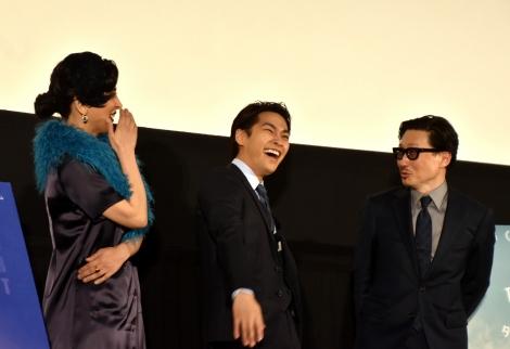 『ターコイズの空の下で』先行プレミアム上映の舞台あいさつに参加した(左から)サヘル・ローズ、柳楽優弥、KENTARO監督 (C)ORICON NewS inc.