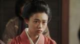 一平の話を聞く竹井千代(杉咲花)=連続テレビ小説『おちょやん』第12週・第56回より (C)NHK