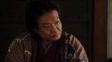 一平の話を聞く須賀廼家千之助(星田英利)=連続テレビ小説『おちょやん』第12週・第56回より (C)NHK