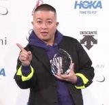 『スニーカーベストドレッサー賞 2021』の芸人部門を受賞した松尾駿