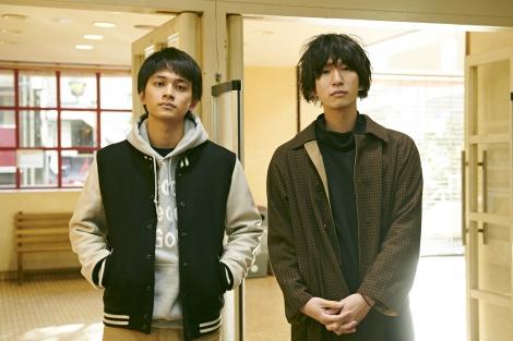 カツセマサヒコ(右)原作『明け方の若者たち』主演・北村匠海(左)で映画化。写真は現場で撮ったツーショット