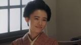 ある人と話しをする竹井千代(杉咲花)=連続テレビ小説『おちょやん』第12週・第58回より (C)NHK