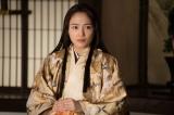 大河ドラマ『麒麟がくる』総集編(2月23日放送)第4回「本能寺編」より。斎藤道三だったらどうするか、代わりに帰蝶(川口春奈)が促したのは…(C)NHK