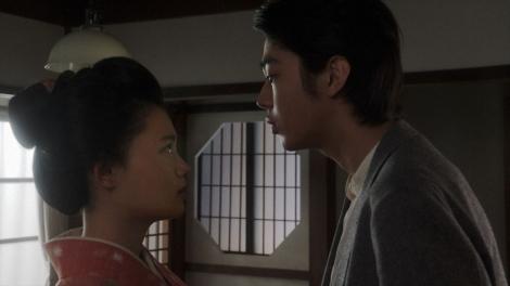 ヨシヲ(倉悠貴)と話しをする千代(杉咲花)=連続テレビ小説『おちょやん』第12週・第59回より (C)NHK