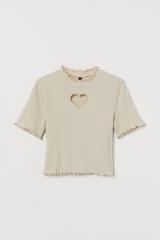 ハートTシャツ(999円)=『H&M Loves NiziU』コレクション第2弾