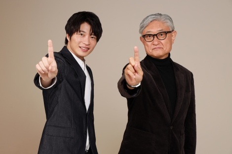Huluオリジナル『死神さん』に主演する田中圭と堤幸彦監督 (C)Hulu