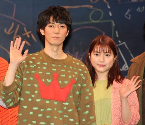 (左から)ふぉ〜ゆ〜・辰巳雄大、川島海荷=舞台『ぼくの名前はズッキーニ』取材会 (C)ORICON NewS inc.