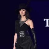 『第32回 マイナビ 東京ガールズコレクション 2021 SPRING/SUMMER』に登場した土屋アンナ (C)ORICON NewS inc.