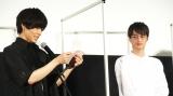 竹財輝之助へお礼の手紙を送る猪塚健太 (C)ORICON NewS inc.