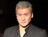 吉川晃司、狭心症で心臓手術