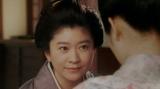 みつえにあることを言う岡田シズ(篠原涼子)=連続テレビ小説『おちょやん』第13週・第62回より (C)NHK