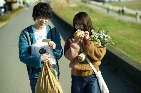 映画『花束みたいな恋をした』(公開中)V5。ヒットの目安とされる20億円突破も達成 (C)2021『花束みたいな恋をした』製作委員会
