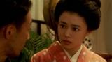 カフェーキネマの客からあることを聞く千代(杉咲花)=連続テレビ小説『おちょやん』第13週・第63回より (C)NHK
