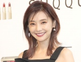 倉科カナ、太ももチラリな美脚ショット「ミニからの美脚!お見事ですっ」