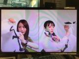 『声優と夜あそび』に出演した(左から)小松未可子、上坂すみれ (C)AbemaTV,Inc.