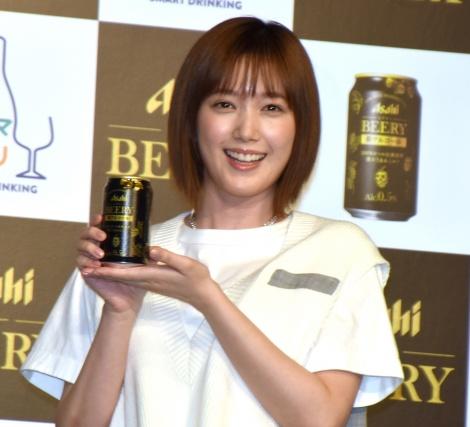 発表会でビールをグビグビ飲んだ本田翼=『アサヒ ビアリー』テレビCM発表会 (C)ORICON NewS inc.