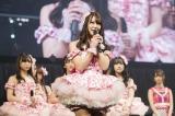 後輩たちを背にNMB48卒業を発表した白間美瑠 (C)NMB48
