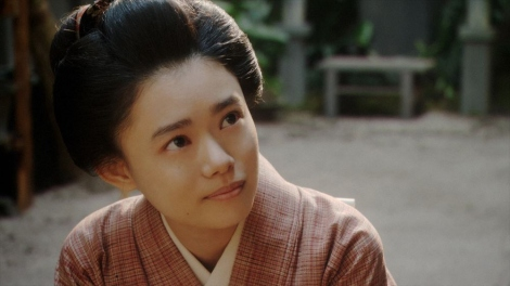 一平にあることを言う竹井千代(杉咲花)=連続テレビ小説『おちょやん』第13週・第65回より (C)NHK