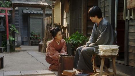 一平(成田凌)にあることを言う千代(杉咲花)=連続テレビ小説『おちょやん』第13週・第65回より (C)NHK