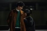 水曜ドラマ『ウチの娘は、彼氏が出来ない!!』第9話に出演する岡田健史、浜辺美波 (C)日本テレビ