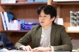 震災後、移住してきた建築士・葉山瑛希(池松壮亮)(C)NHK