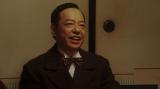 居酒屋で千之助と鉢合わせる須賀廼家万太郎(板尾創路) (C)NHK