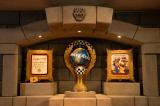ユニバーサル・スタジオ・ジャパン『スーパー・ニンテンドー・ワールド』アトラクション「クッパ城 内観 トロフィー」(C)Nintendo