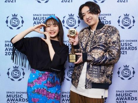 「SONG OF THE YEAR」受賞のYOASOBI
