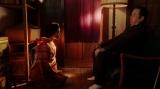 須賀廼家万太郎(板尾創路)と話しをする千代(杉咲花)=連続テレビ小説『おちょやん』第14週・第68回より (C)NHK