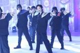 平手友梨奈はダンサー10人を従え「ダンスの理由」をパフォーマンス(C)フジテレビ