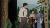 えびす座にて「丘の一本杉」の芝居をする(左から)天海一平(成田凌)、千代(杉咲花)、石田香里(松本妃代)=連続テレビ小説『おちょやん』第14週・第70回より (C)NHK