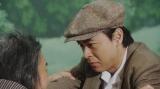 「丘の一本杉」の芝居をする一平(成田凌)と千之助(星田英利)=連続テレビ小説『おちょやん』第14週・第70回より (C)NHK