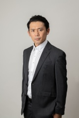 4月27日スタートのシンドラ『星☆鴨』に出演する岡田義徳(C)NTV・J Storm