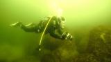 よゐこ濱口は、水中で幻の生物を追う(C)NHK