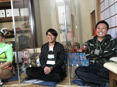 リモート取材を受けている最中のさまぁ〜ず(大竹一樹、三村マサカズ)=『視聴者様に飼われたい!第3弾』テレビ東京系で3月17日放送(C)テレビ東京