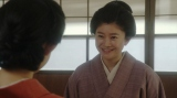 千代と話しをする岡田シズ(篠原涼子)=連続テレビ小説『おちょやん』第16週・第76回より (C)NHK