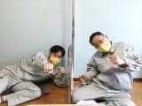 『さまぁ〜ず&フワちゃんの視聴者様に飼われたい!』テレビ東京系で3月17日放送。「視聴者の庭になっている物しか食べられない生活」に挑戦したザ・マミィ(C)テレビ東京