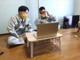 インタビュー中のザ・マミィのお二人をスタッフに撮ってもらいました=『さまぁ〜ず&フワちゃんの視聴者様に飼われたい!』テレビ東京系で3月17日放送(C)テレビ東京