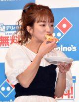 ドミノ・ピザ新サービス「デリバリー Lを買うとM無料!」お披露目イベントに登場した辻希美 (C)ORICON NewS inc.