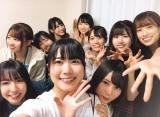 ハイテンションで写真におさまる日向坂46メンバー(撮影/丹生明里)=『日向撮VOL.01』より