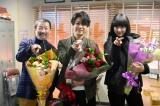 『レッドアイズ 監視捜査班』のクランクアップを迎えた木村祐一、亀梨和也(KAT-TUN)、シシド・カフカ (C)日本テレビ